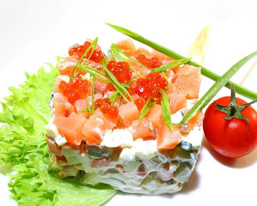 салат с креветками и семгой с картинками